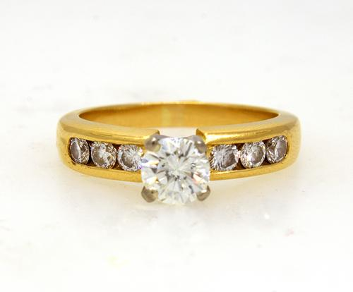 1 CTW Fiery Diamond Engagement Ring 18KT Size 7