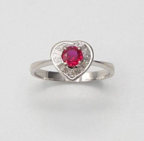 Beautiful 18kt Gold, Ruby, & Diamond Heart Ring!