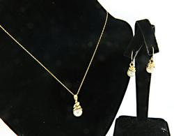 Gorgeous Yellow Gold Pearl Necklace and Earrings