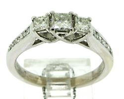 Amazing Princess Cut & Round Brilliant Cut Diamond Ring