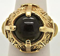 LADIES 14 KT YELLOW GOLD RING WITH GREEN STONE.