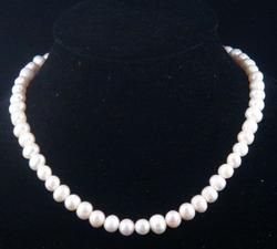 Ladies Fresh Water Pearl Necklace