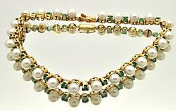LADIES 14 KT YELLOW GOLD EMERALD & PEARLS BRACELET.