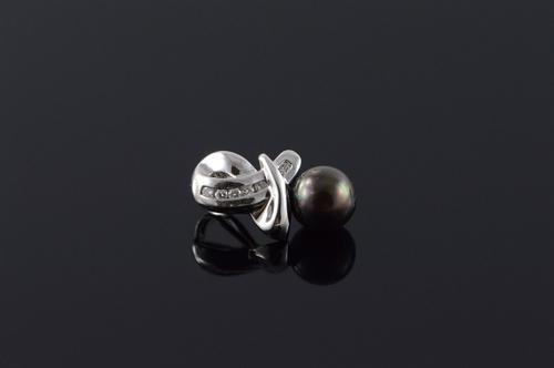 14K White Gold 7MM Black Pearl Diamond Criss Cross Feature Pendant