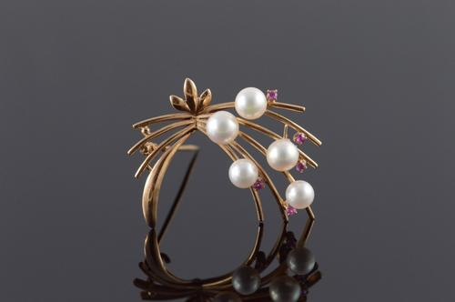14K Yellow Gold 1960's Retro Pearl Red Stone Flower Motif Pin/Brooch