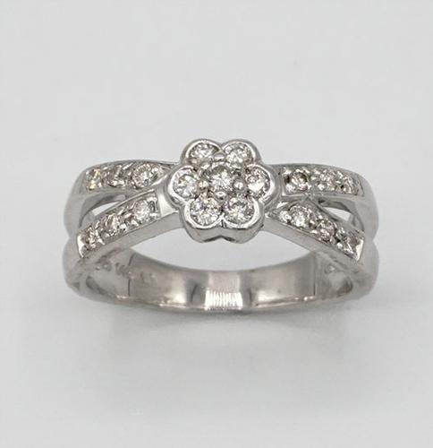 14kt Gold Flower Diamond Ring