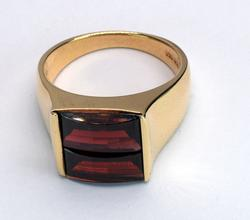 Excellent Wide Garnet Ring in Gold