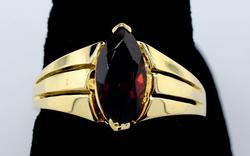 Vintage Garnet ring in 14KT Yellow Gold