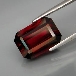 Very elegant 7.14ct untreated Rhodolite Garnet