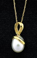 Pearl Pendant with Chain in 14KT Yellow Gold