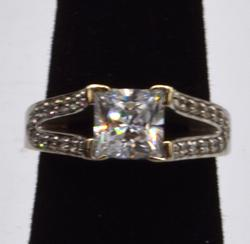 10KT White Gold Cubic Zirconia Ring