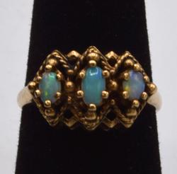 10KT Yellow Gold Opal Ring