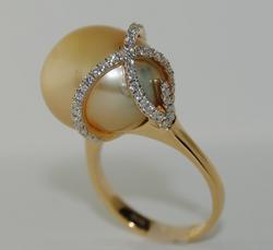 18kt Yellow Gold Pearl & Diamond Cocktail Ring