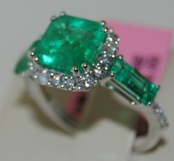 18kt White Gold Emerald & Diamond Cocktail Ring