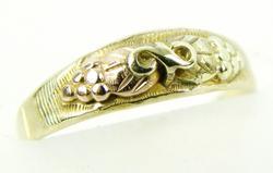Vintage 10K/12K Black Hills Gold Baby Ring