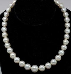 Graduated Pearl Necklace, 14KT