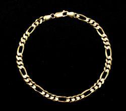 Nice 7-Inch Figaro-Link Bracelet in Gold