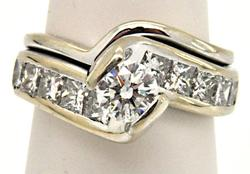 14K WHITE GOLD, 2.00 CARATS DIAMOND RING.