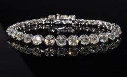 9.68ctw Diamond Tennis Bracelet, 18KT