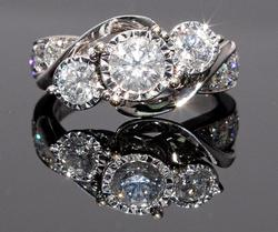 Magnificent Ring with 1.95ctw of Diamonds in 14KT