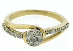 Pretty Diamond Cluster Ring in 14kt