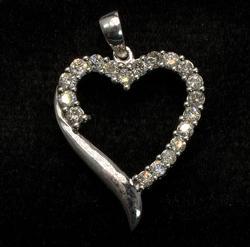 Sparkling Diamond Heart Pendant in Gold
