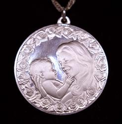 Mother & Child Circle Pendant on 18.5in Chain
