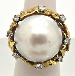 LADIES 14 KT GOLD MABE PEARL AND DIAMOND RING.