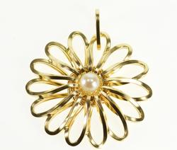 14K Yellow Gold Pearl Inset Squared Twist Design Flower Daisy Pendant