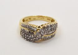 Stunning 1 CTW Diamond Ring in Yellow Gold, Size 6.75