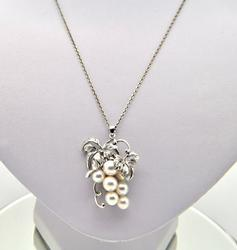 14 KT WHITE GOLD MIKIMOTO PEARL CHAIN WITH PENDANT.