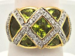 LADIES 14 KT GOLD, DIAMONDS AND PERIDOT RING.