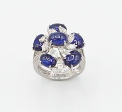 BEAUTIFUL CABOCHON SAPPHIRE AND WHITE DIAMOND RING