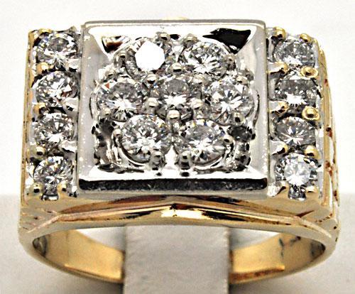 MEN'S 14 KT YELLOW GOLD DIAMOND RING.