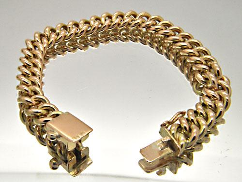 18 KT YELLOW GOLD CURB LINK BRACELET.