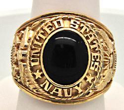 U.S. NAVY 14 KT YELLOW GOLD ONYX RING.