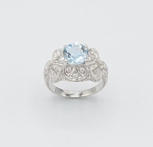 Elegant 18kt Gold Aquamarine and Diamond Ring
