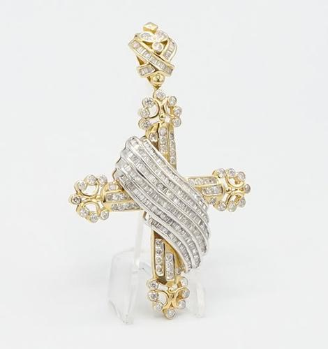 Impressive 8.5 CT Diamond Cross Pendant in 14kt Gold