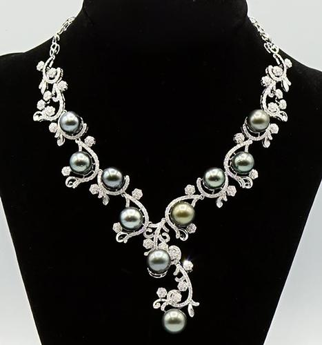 Luxurious Tahitian Cultured Pearl and Diamond Necklace