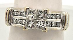 LADIES 14 KT WHITE GOLD DIAMOND ENGAGEMENT RING.