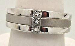 Elegant Gents 14kt White Gold Diamond Ring