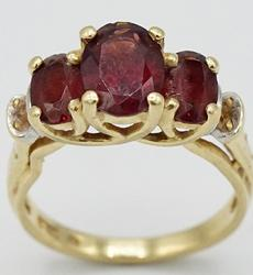 14kt Yellow Gold 3ctw Garnet Ring