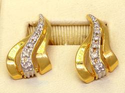 Pretty Diamond Post Earrings in Gold