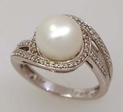 Lovely Pearl & Diamond Ring, Size 6.75