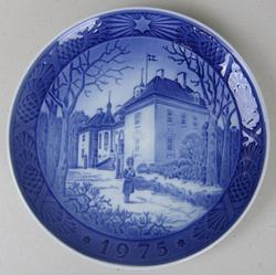 1975 Royal Copenhagen Christmas Plate