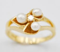 Classic 14kt Gold Pearl & Diamond Ring