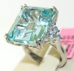 Stunning Aquamarine & Diamond Ring, 18K
