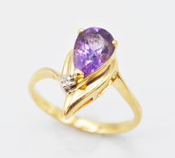 Classy 14kt Gold Amethyst & Diamond Ring