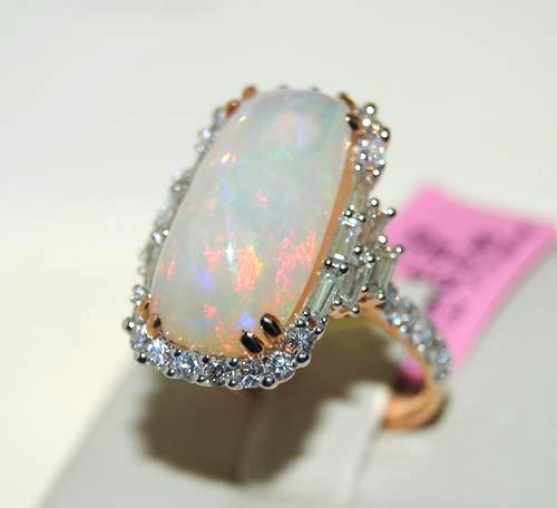 Gorgeous 18kt Rose Gold Opal & Diamond Ring