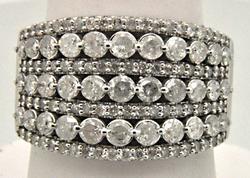 LADIES 14 KTWHITE GOLD 2.00 CARATS DIAMOND RING.